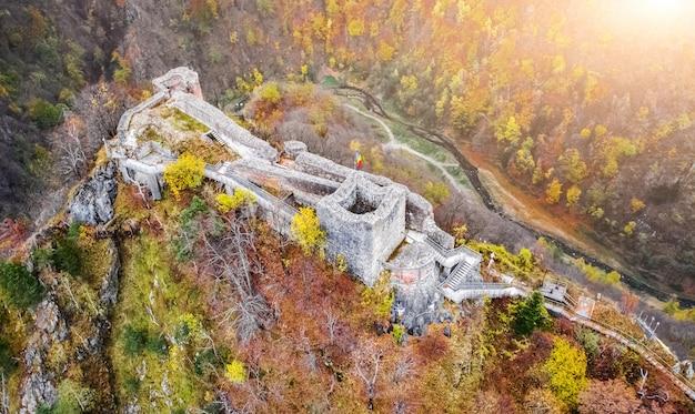 Luchtfoto van poenari citadel