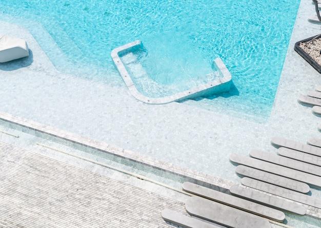 Luchtfoto van prachtige luxe hotel zwembad resort
