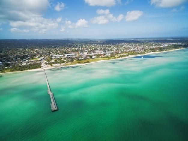 Luchtfoto van rosebud pier en kustlijn, melbourne, australië