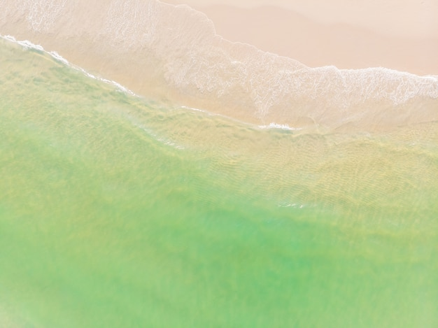 Luchtfoto van strand en zee