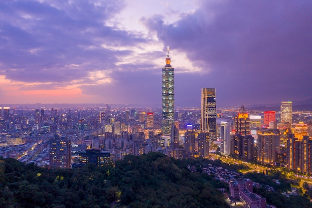 Luchtfoto van taiwan city skyline, taipei downtown, taiwan