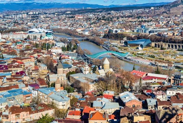 Luchtfoto van tbilisi, de hoofdstad van georgië