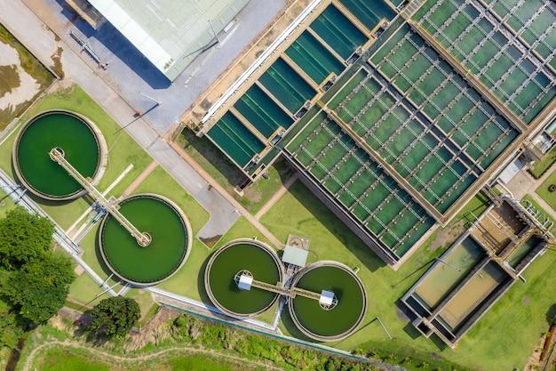 Luchtfoto van the solid contact clarifier tanktype slibrecirculatie in waterzuiveringsinstallatie