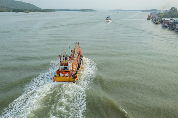 Luchtfoto van vissersboot in thailand