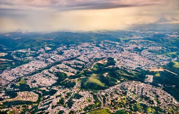 Luchtfoto van voorsteden van sao paulo in brazilië