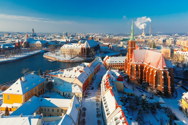 Luchtfoto van wroclaw in de winterochtend