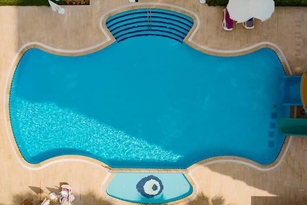 Luchtfoto van zwembad