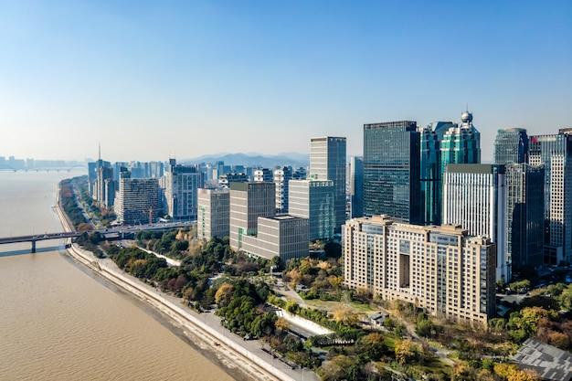 Luchtfotografie van de skyline van het moderne architectonische stadslandschap in hangzhou, china