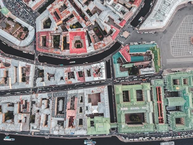 Luchtfotografie van het historische stadscentrum, daken, st. petersburg, rusland.
