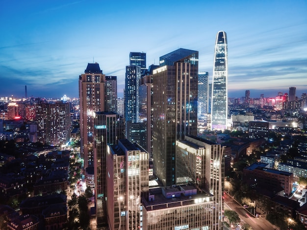 Luchtfotografie van het stadslandschap van tianjin bij nacht
