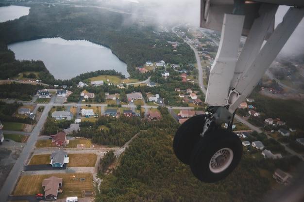 Luchtfotografie van huizen overdag