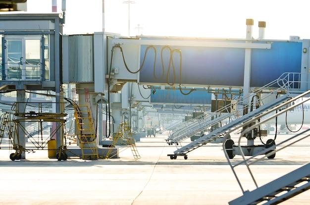 Luchthaventerminal. luchthaven straalbrug. luchthaven jetway, aerobridge, luchtbrug. passagiers instapbrug.