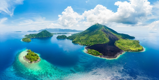 Luchtmening banda islands moluccas-archipel indonesië