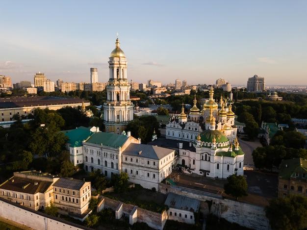Luchtmening van kiev pechersk lavra, de oekraïne