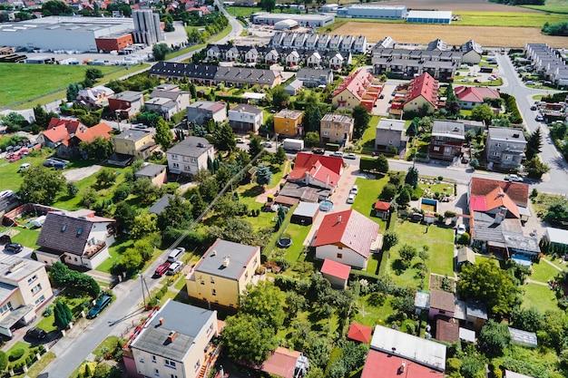 Luchtmening van moderne woonwijk in de stad van europa