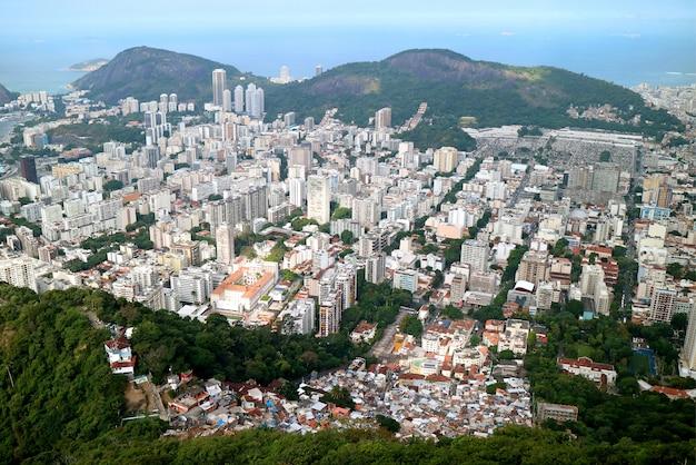 Luchtmening van rio de janeiro beneden stad met de wolkenkrabbers, brazilië