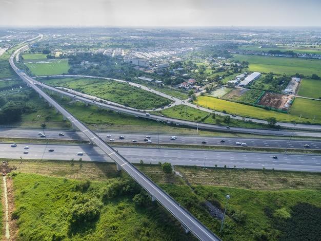 Luchtmening van snelweg in de stad thailand van bangkok