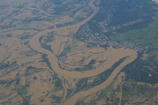 Luchtmening van vloedgebied in noordoostelijk van thailand
