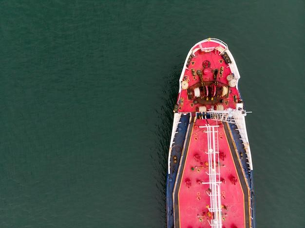 Luchtmening van zeevracht, roze olietankerschip, lpg, cng bij industrieel landgoed thailand