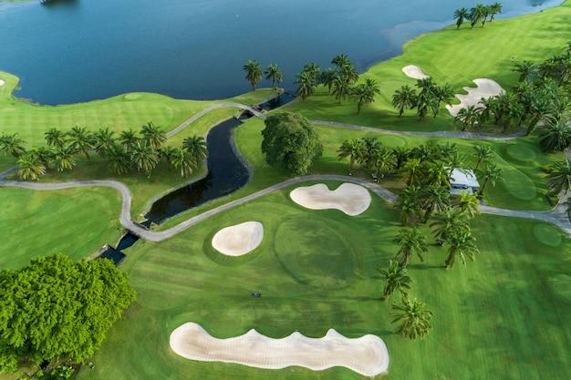 Luchtmeningshommel die van mooi golfgebied is ontsproten