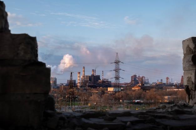 Luchtvervuiling stad gerookt vervuild wereldwijd probleem van emissie-installaties