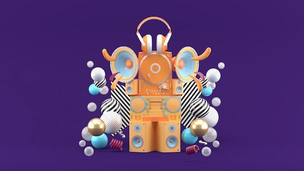 Luidsprekers, radio's, draaitafels en koptelefoons tussen kleurrijke ballen op de paarse ruimte