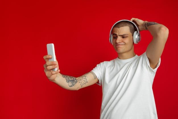 Luister naar muziek, selfie, vlog, spelen.