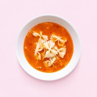 Lunch met pasta & tomatensoep voor kinderen