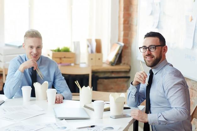 Lunch van zakenmensen
