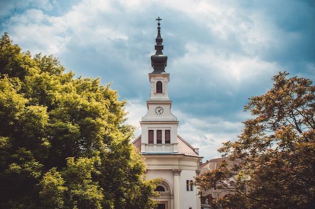 Lutherse kerk in de kasteelheuvel in boedapest. hongarije