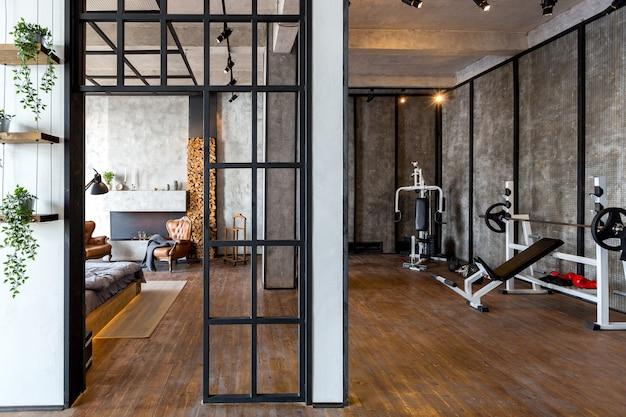 Luxe appartement in loftstijl in donkere kleuren. stijlvolle moderne keuken met kookeiland