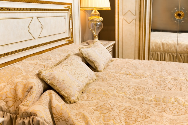 Luxe bed