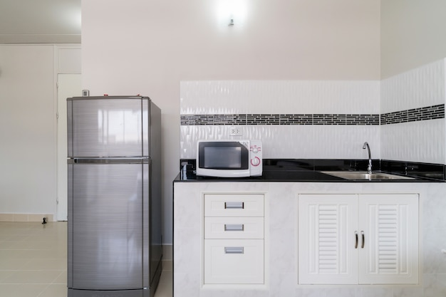 Luxe binnenkeuken met koelkastmagnetron, studiokamer type condominium