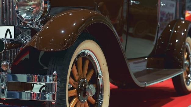 Luxe bruin vintage voertuig
