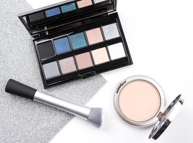 Luxe cosmetica in platte lay