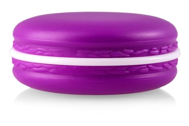 Luxe cosmetische gezichtshidratatiecrème voor verouderde huid in gesloten glanzend paars blik