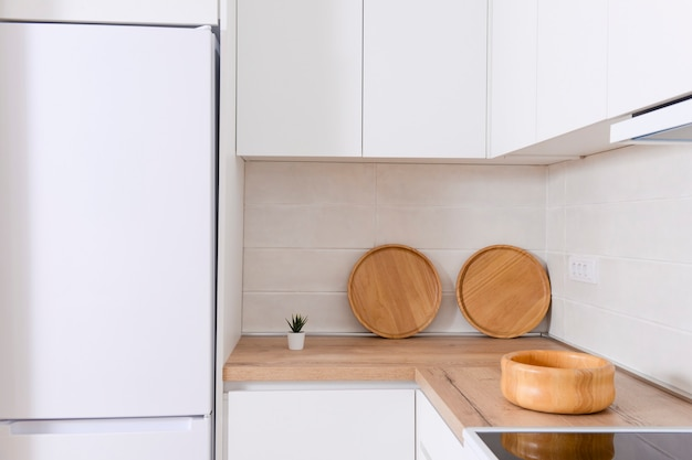 Luxe en moderne keuken met houten tafels