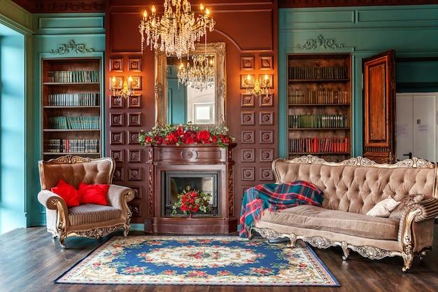 Luxe klassiek interieur van huisbibliotheek