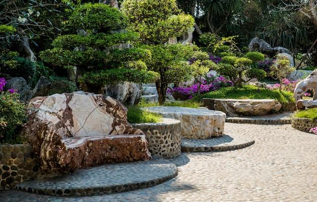 Luxe landschapsontwerp van de tropische tuin.