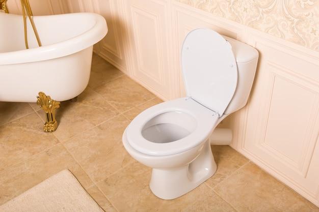 Luxe sanitair met gouden elementen