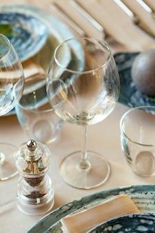 Luxe tafel instelling voor evenement in een restaurant