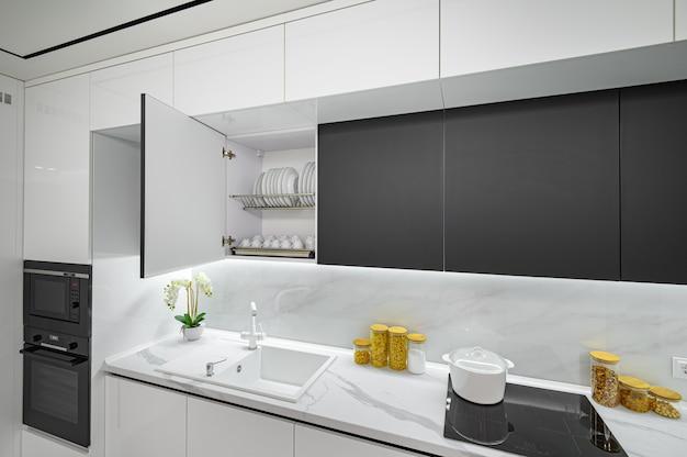 Luxe witte en zwarte moderne marmeren keuken