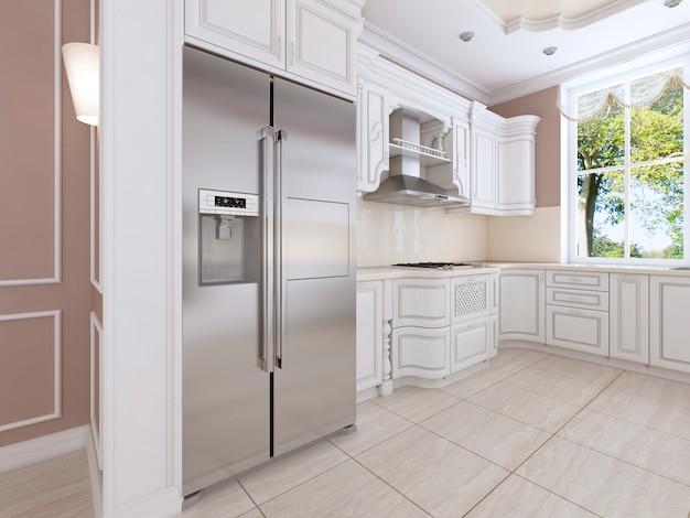 Luxe witte keuken in klassieke stijl met inbouwapparatuur en een groot raam. 3d-rendering