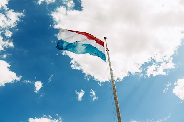 Luxemburgse vlag zwaaien