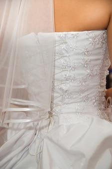 Luxueuze witte korsetbruid