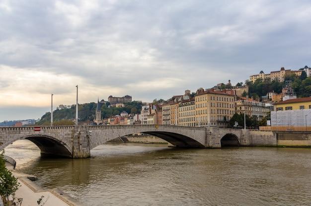 Lyon stad aan de oevers van de rivier de saone