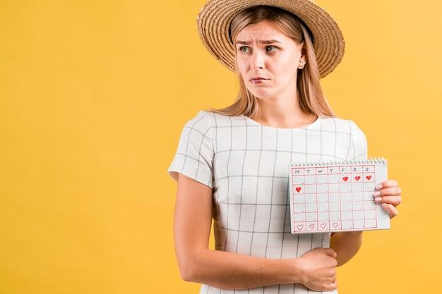 Maagkrampen en middellange shot kalenderkalender