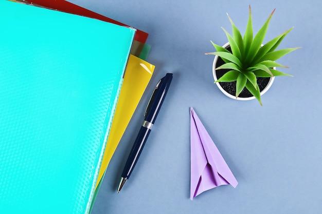 Maak in plaats daarvan een papieren vliegtuigje.