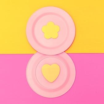 Maak minimale objecten platliggende kunst. snoep kleuren concept