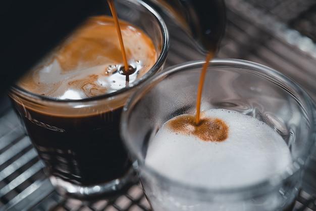 Maak thuis koffie van de machine